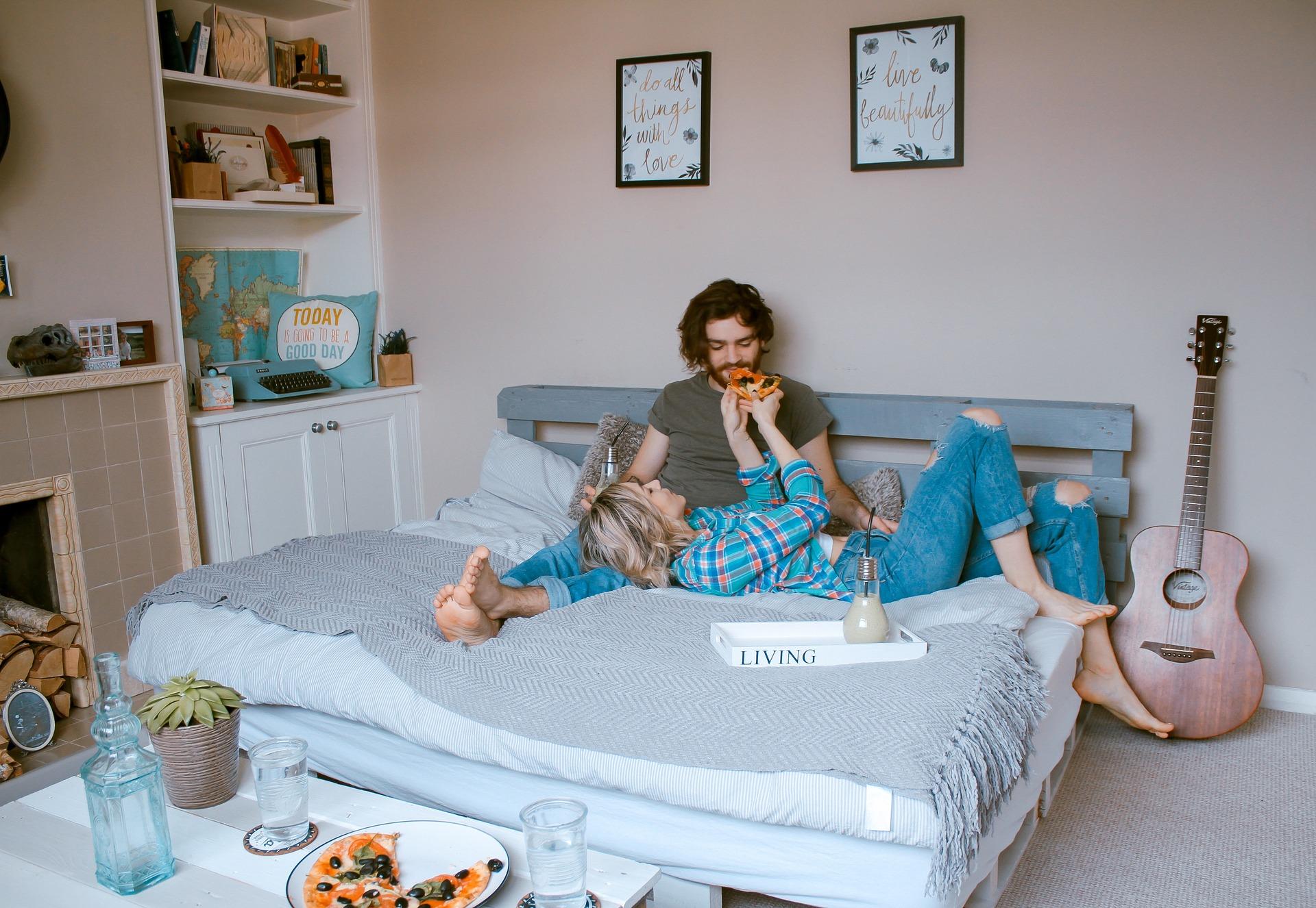 Faire chambre à part : une solution pour bien dormir ?