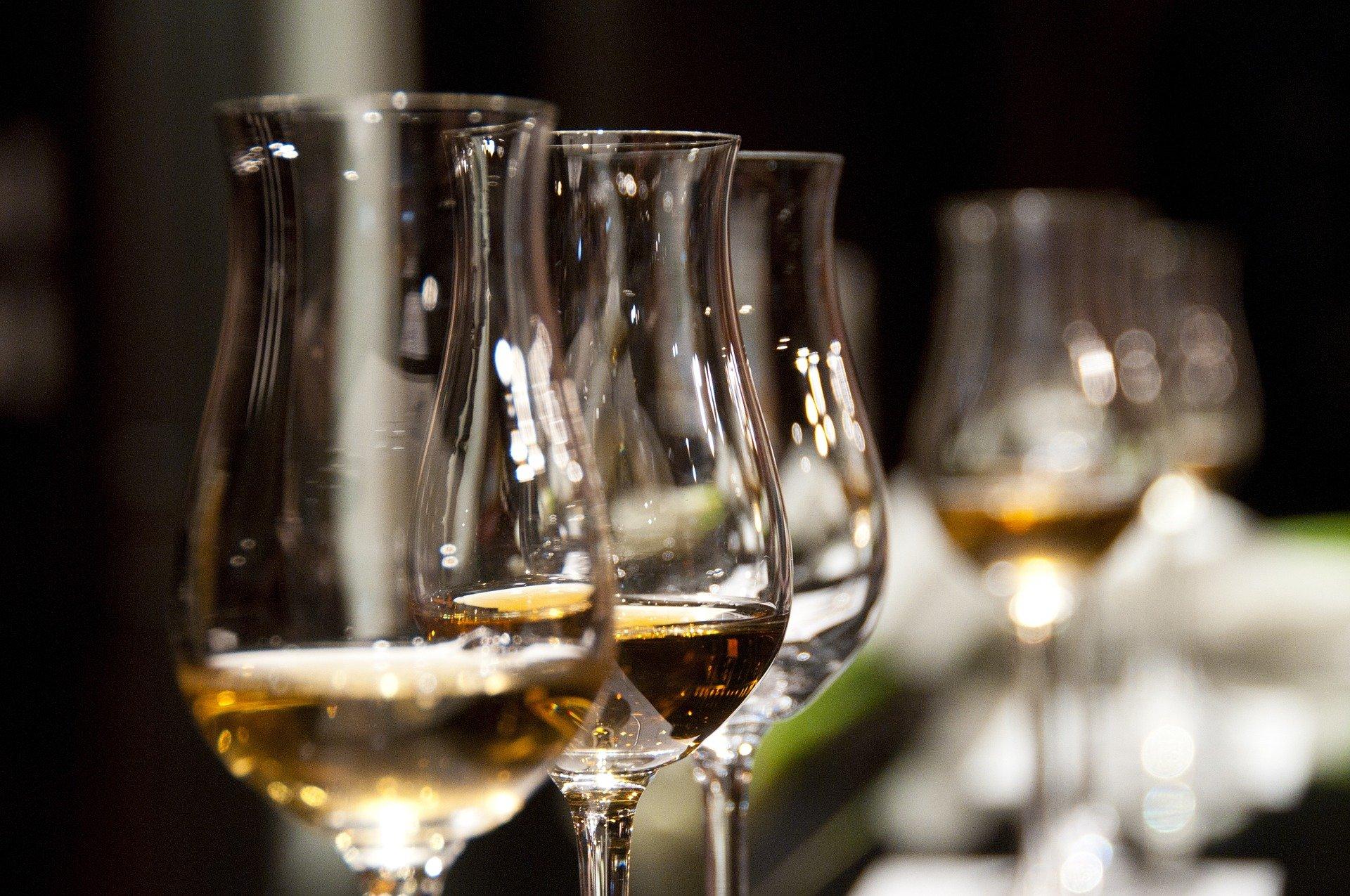 L'alcool aide-t-il vraiment à bien dormir ?